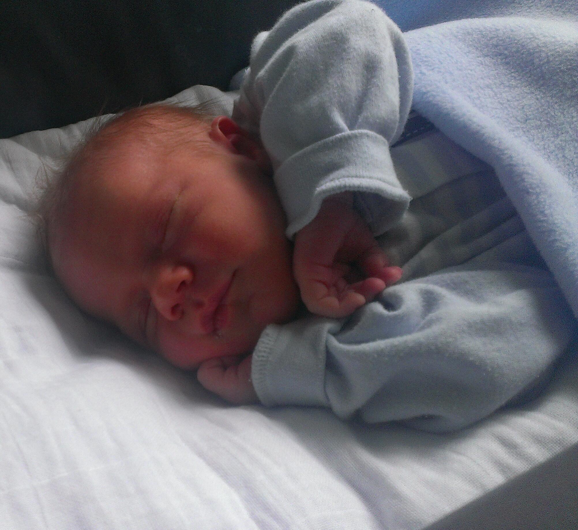 Baby van: Cassandra - Geboren op: 10 juni 2014 - Na een hectische bevalling, is onze mooie zoon marwin geboren. Met een gewicht van 3470gr en 55 cm.