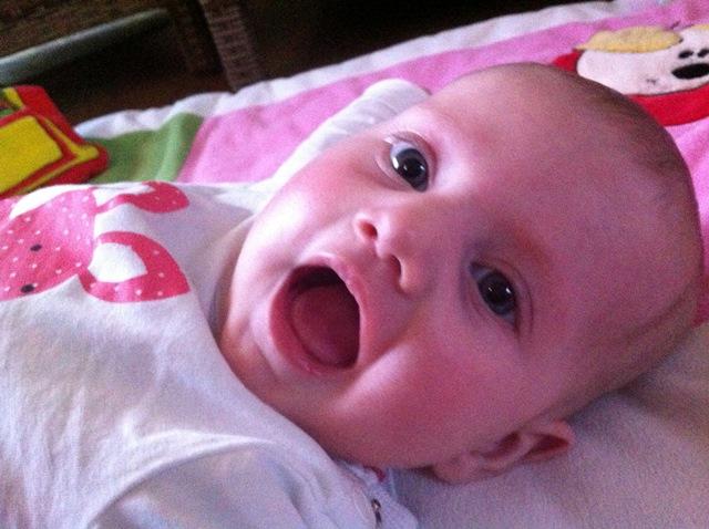 Baby van: Suus en Frank - Geboren op: 11 november 2014 - Lachebekje Guusje en zoo nieuwsgierig